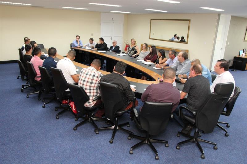 Prefeito se reúne com secretariado para resolver problemas com urgência