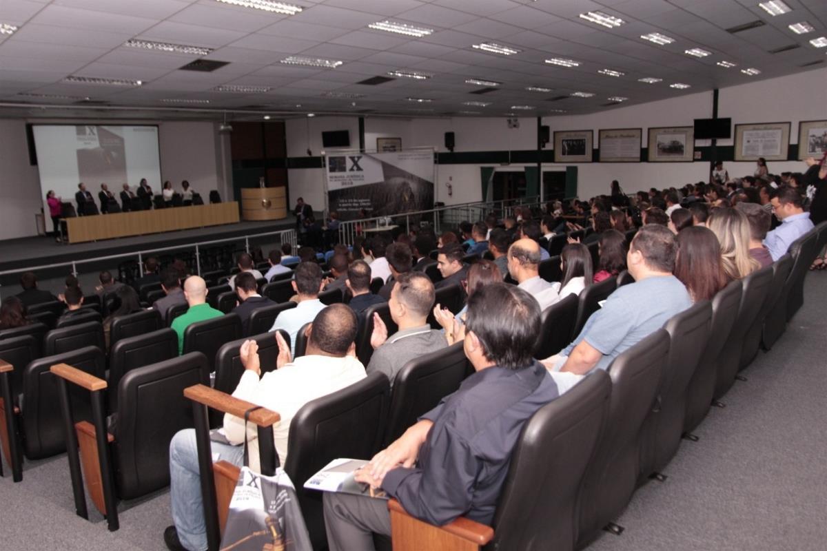 Semana Jurídica recebe mais de 400 estudantes e profissionais do Direito