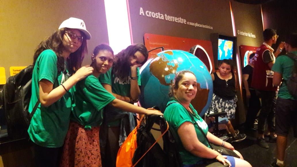 Visita ao Museu Catavento, em São Paulo, encanta deficientes e familiares