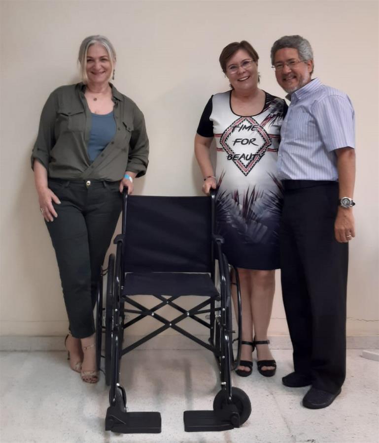 Programa Rota da Educação doa cadeiras de rodas para Prefeitura