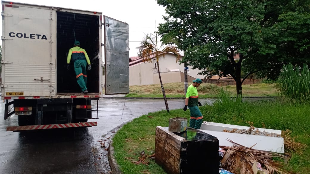 Serviço de coleta de móveis usados acontece entre segunda e sexta-feira