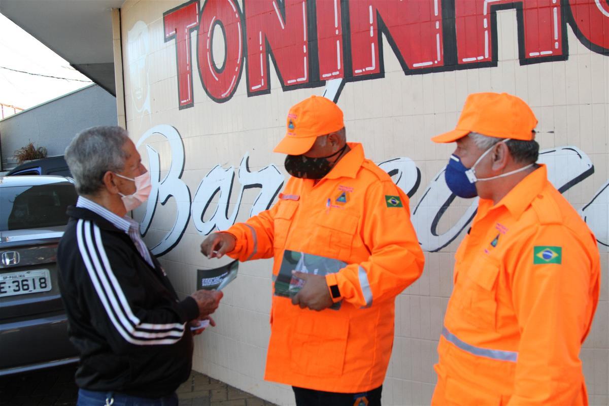 Prefeitura distribui cartilha com orientação de higiene contra o coronavírus