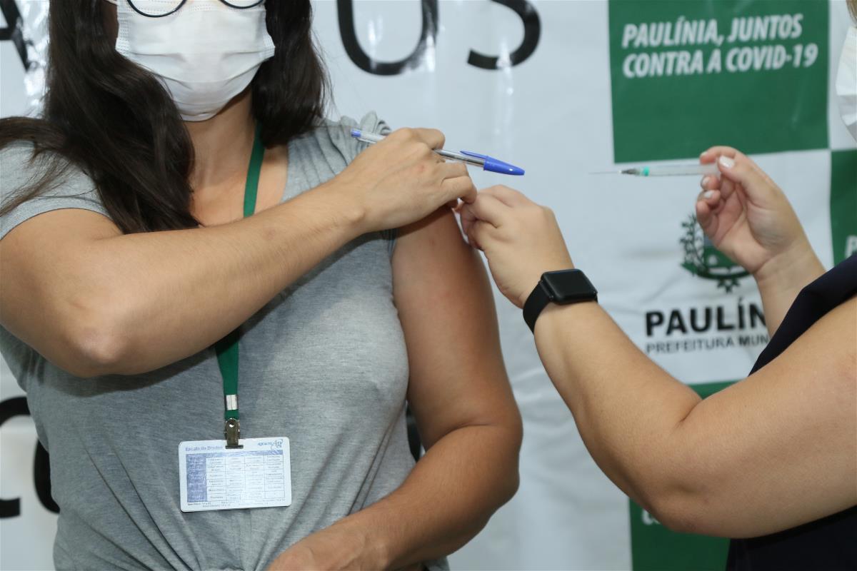 80 profissionais de saúde são vacinados no primeiro dia da Campanha de Vacinação