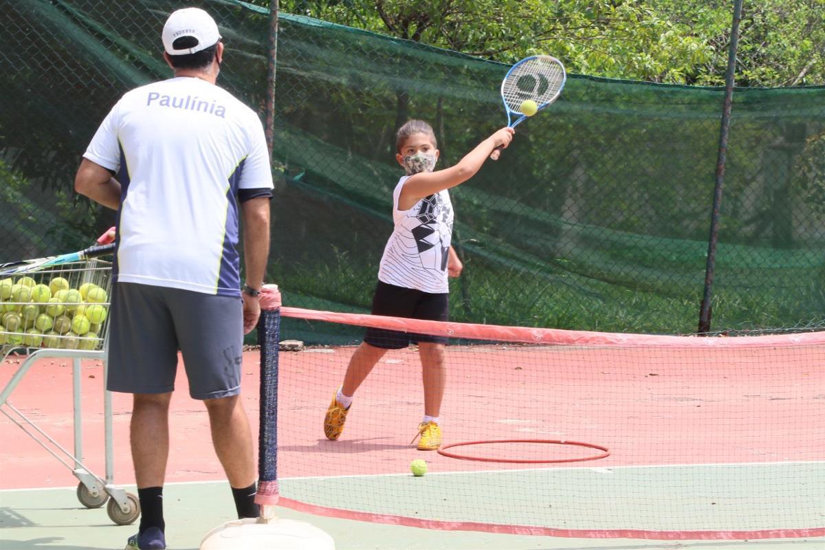 Escolinhas de Tênis estão com vagas em aberto