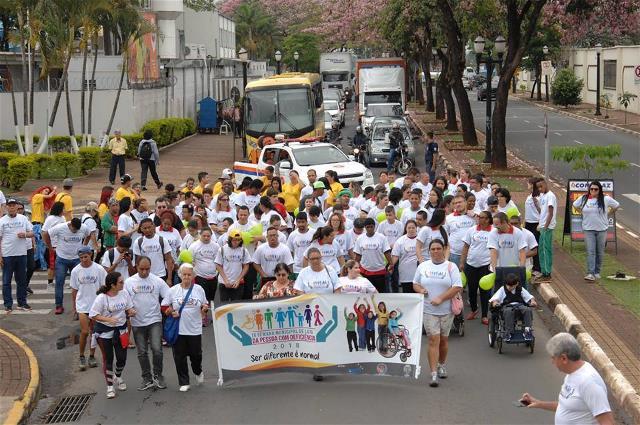 Caminhada encerra atividades da IX Semana Municipal de Luta