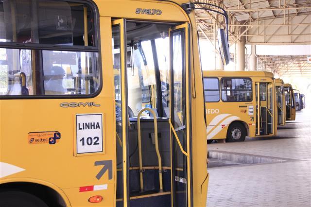 Ônibus municipais irão circular com frota reduzida aos domingos e feriados